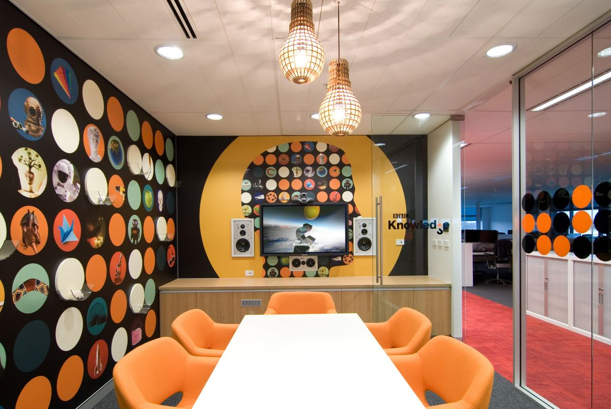 How your meeting room can make meetings cool we are for Office room decoration ideas